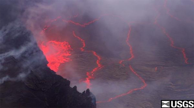 VIDEO: Kilauea volcano's spattering lava lake continues