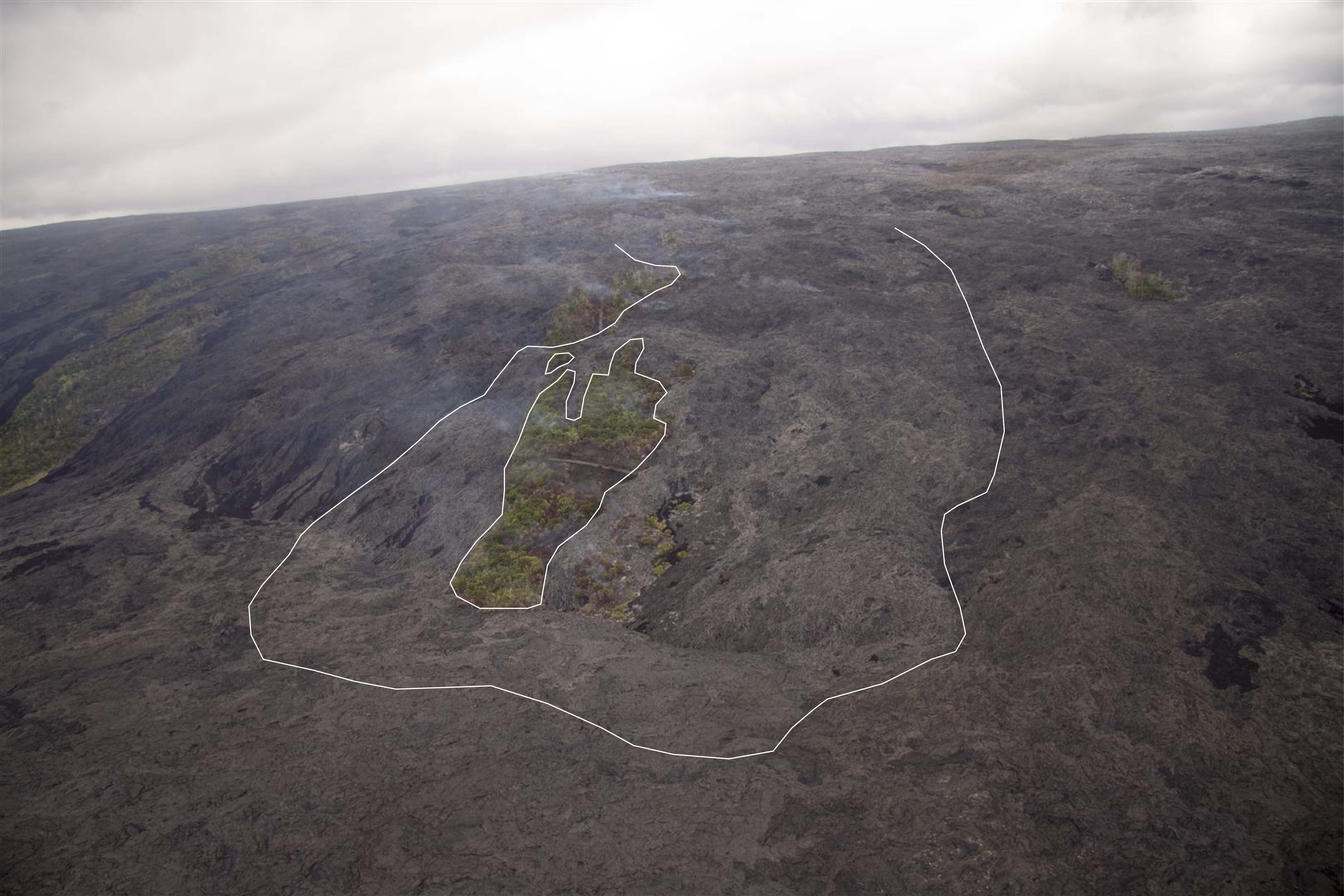 USGS photo showing the outline of the flow down the pali