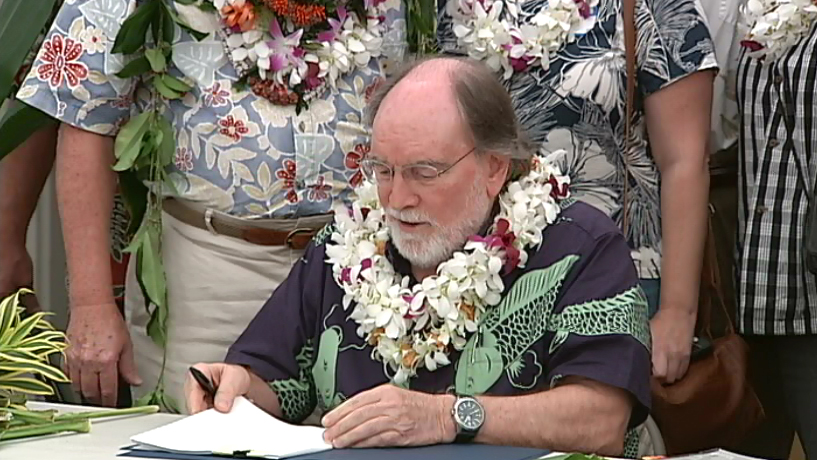VIDEO: Governor signs West Hawaii Fishing rules into law