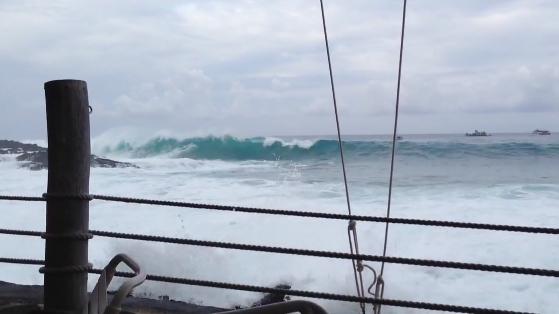 Big waves close Kona beaches