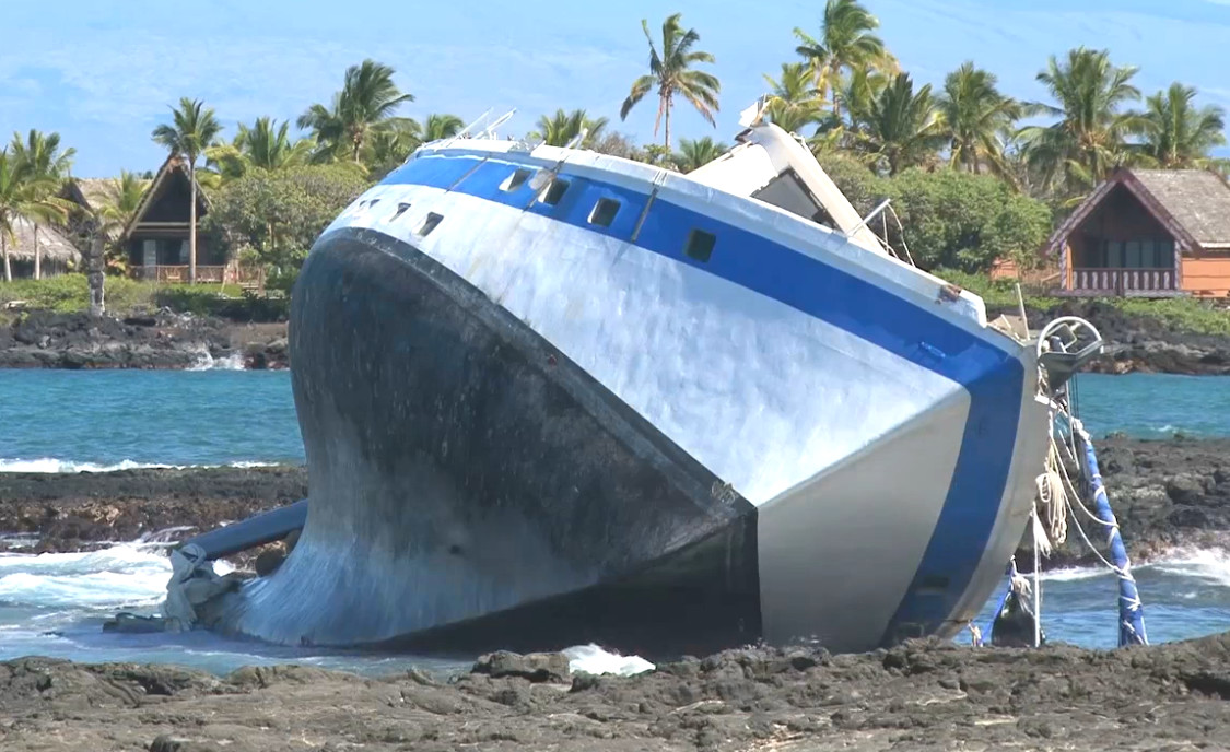 VIDEO: Search For Missing Boater After Kona Shipwreck