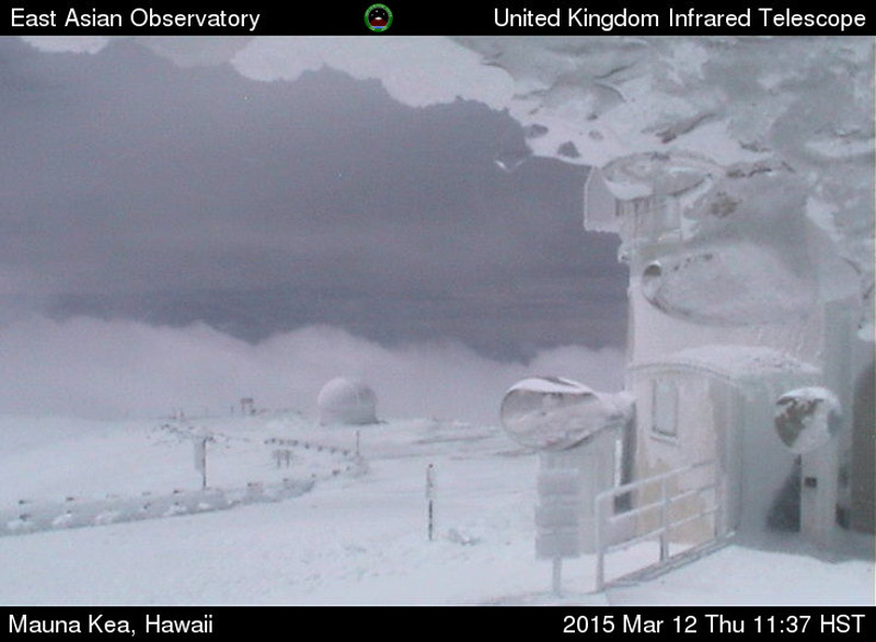 Hawaii Blizzard Continues, Snow Removers and Observatories Evacuated