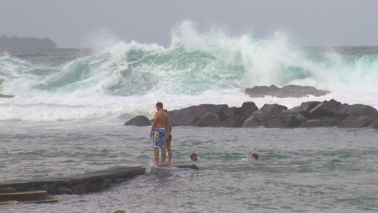 VIDEO: High Surf Builds Along Big Island North Shores