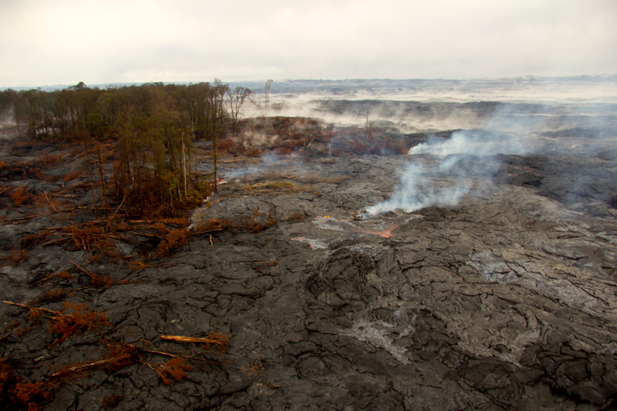 (USGS photo) Surface breakouts remain scattered northeast of Puʻu ʻŌʻō.
