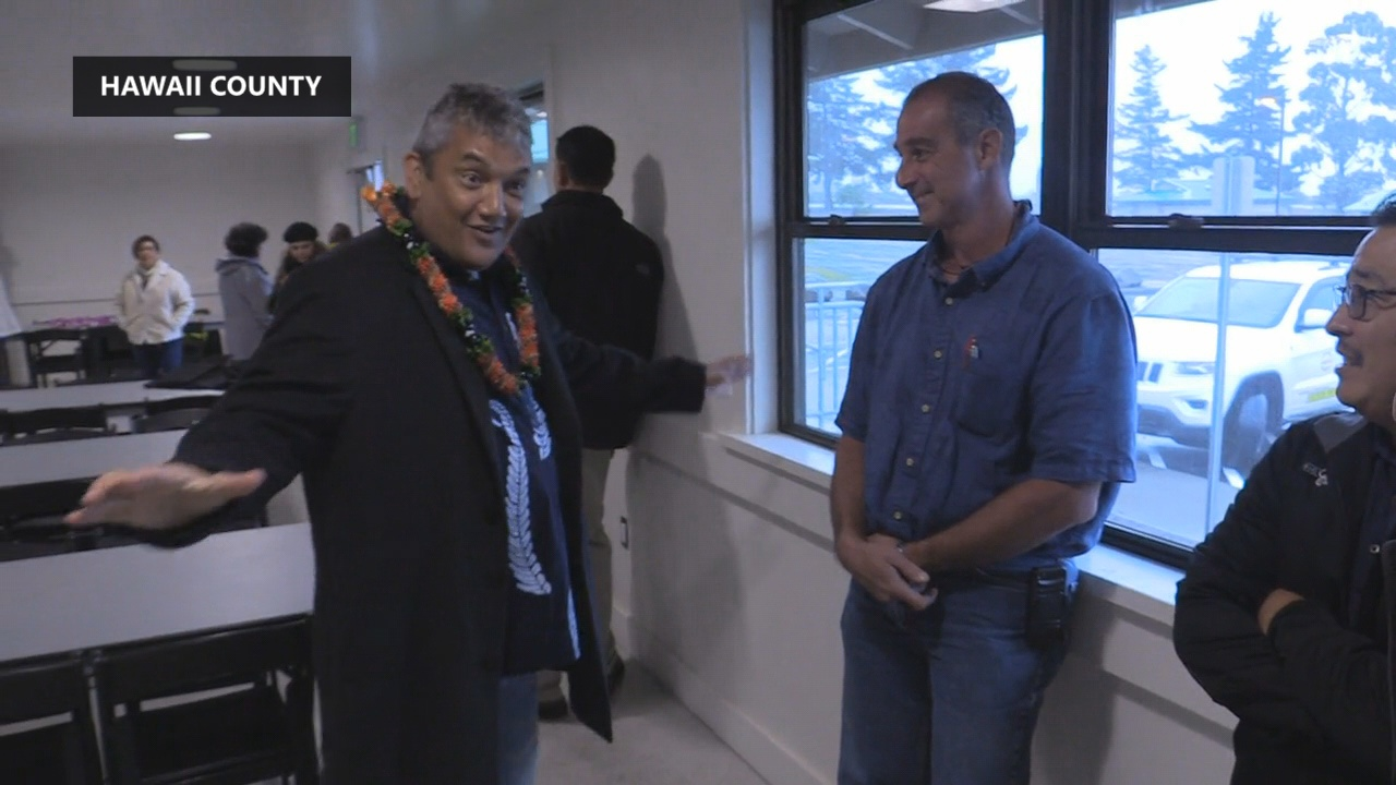 Mayor Kenoi speaks to those in attendance on Thursday.