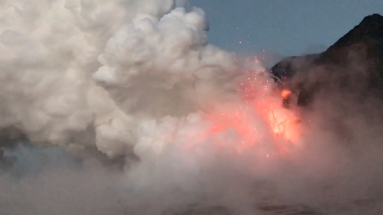 VIDEO: Explosive Lava Ocean Entry Continues After Collapse