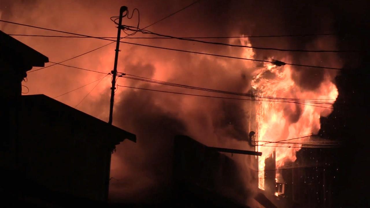 VIDEO: Fire Burns Pahoa Village Buildings