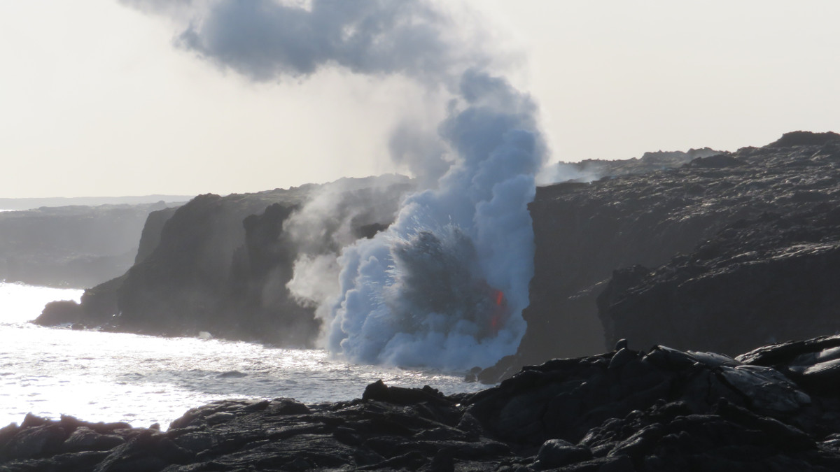 Lava Entry Crack Widens, Cliff Could Collapse Any Time