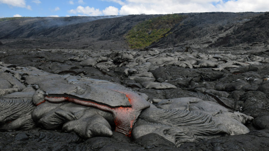 Scientists Track Advancing Lava Breakout