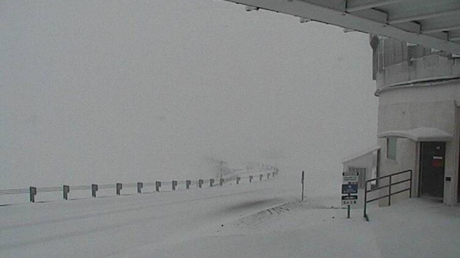 Snow Blankets Mauna Kea As Winter Storm Warning In Effect