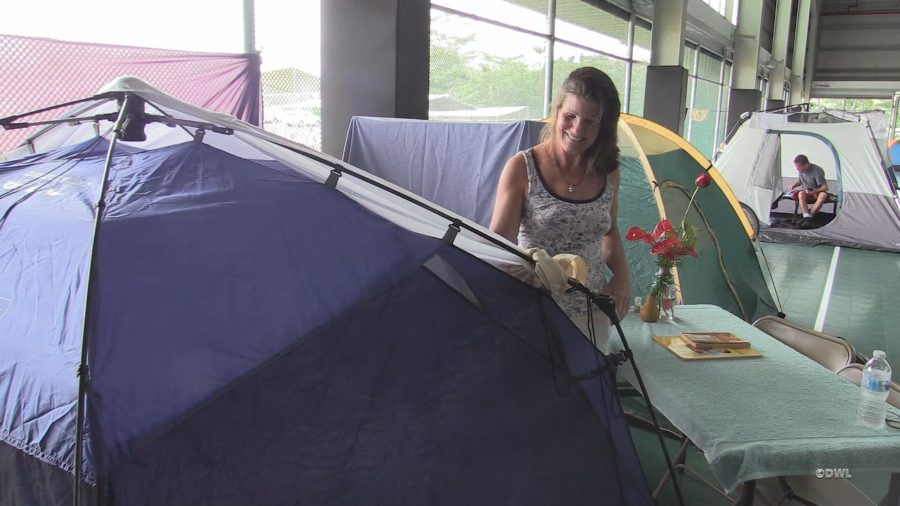 VIDEO: Hundreds Hunker Down In Pahoa Shelter