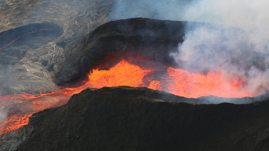 7 am Eruption Update – Lava Overflows Destroy Leilani Estates Structures