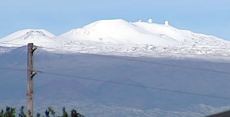 VIDEO: Hawaii residents enjoy snow day on Mauna Kea