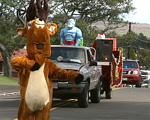 VIDEO: Small, spirited Pahala Christmas parade, country style