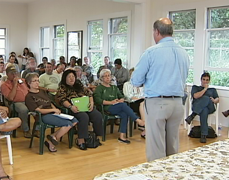 VIDEO: Pahala residents pack meeting on Ka'u biofuel plant