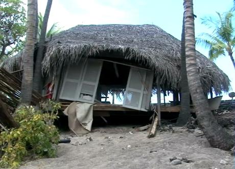 VIDEO: Tsunami batters Kona Village Resort hale bungalows