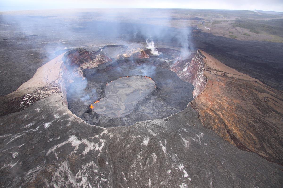 VIDEO: Bulging crater on Hawaii volcano mesmerizing portent