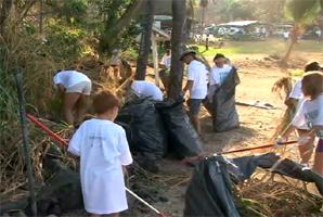 VIDEO: Kona tsunami anniversary – Keauhou Bay cleanup