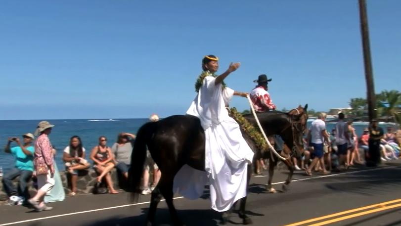 VIDEO: Akaka ohana leads 2013 Kona Kamehameha Day parade