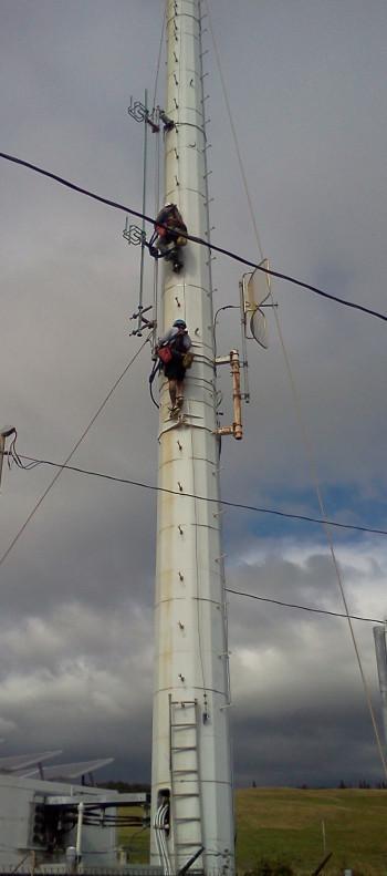 KAHU tower site in Naalehu is dismantled, December 2012