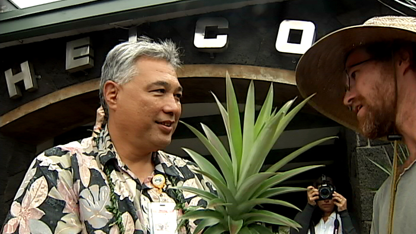 VIDEO: Hundreds hit HELCO in Hilo, Ignacio accepts petition