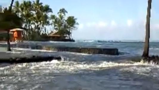 Damaging surf triggers urgent Kahalu'u cleanup