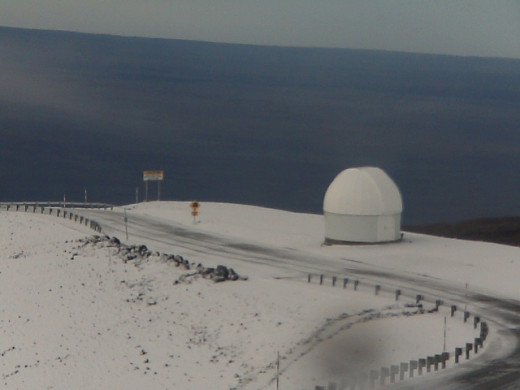Snow image captured by UH Hilo Web Cam: Physics and Astronomy. This was taken at about 8:50 a.m. HST