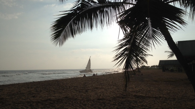 Photo shows the stranded sailboat in the distance (courtesy Karin Stanton, Hawaii 24/7)