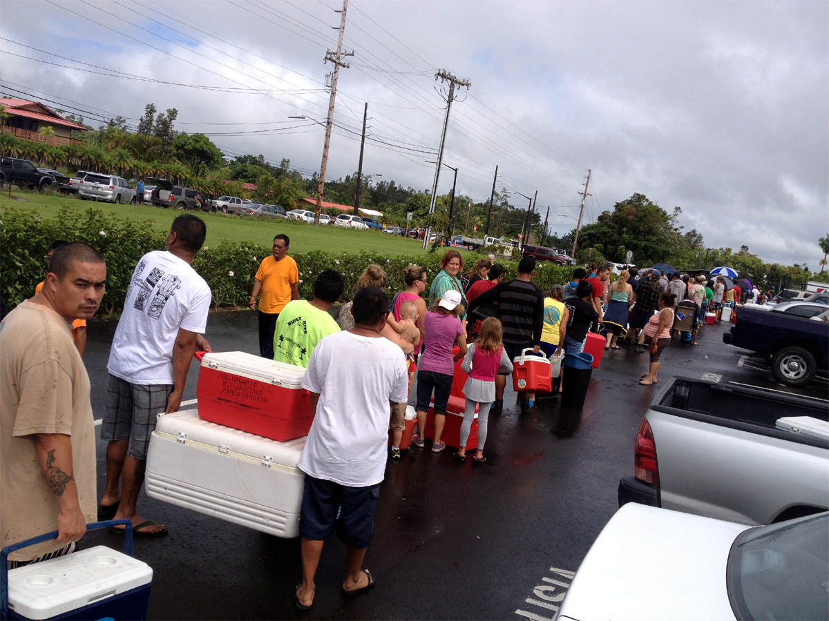 VIDEO: On The Ground – Puna Lines Up For Aid After Iselle