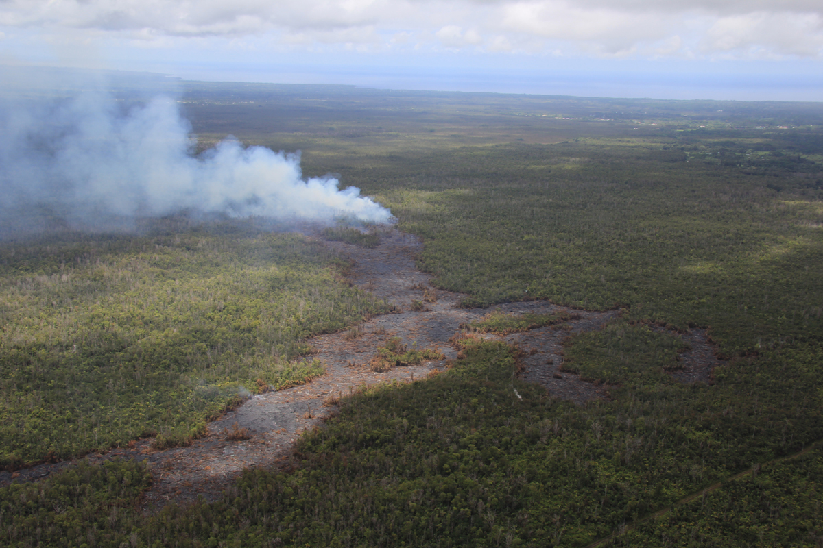 (USGS HVO on Sept. 8) This view shows the active flow front from behind. The lava feeding the flow emerges from a crack parallel to the road at lower right, which goes to the True/Mid-Pacific geothermal well site. Kaohe Homesteads is to the right, Pāhoa is at the upper right, and Ainaloa and Hawaiian Paradise Park are at upper left.