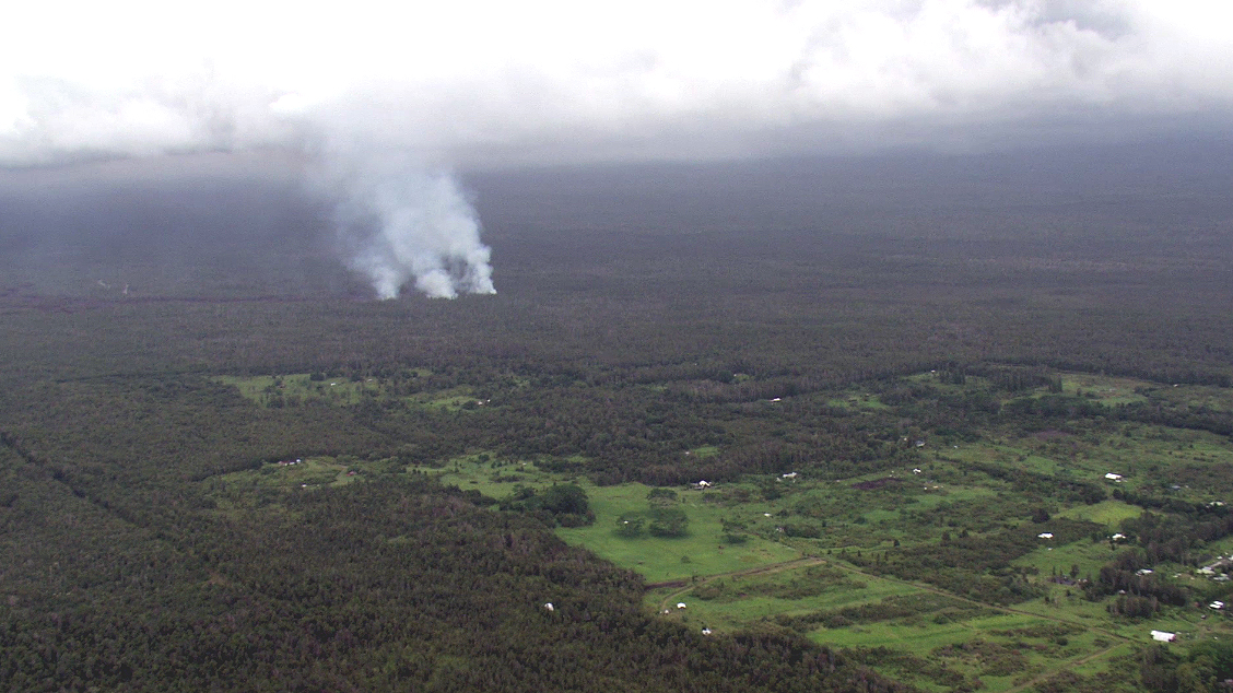 Still image from Kalber's video shows the distance of the lava flow to Kaohe Homesteads (Sept. 8)