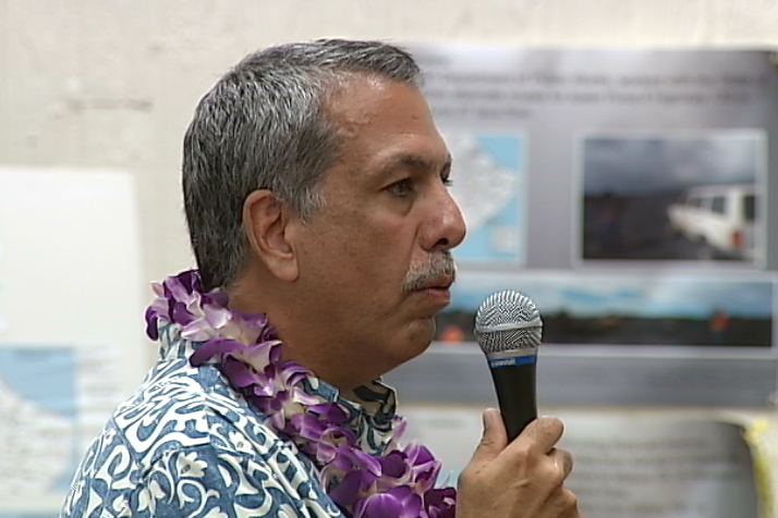 VIDEO: Mayor, Civil Defense Address Crowd At Lava Flow Meeting