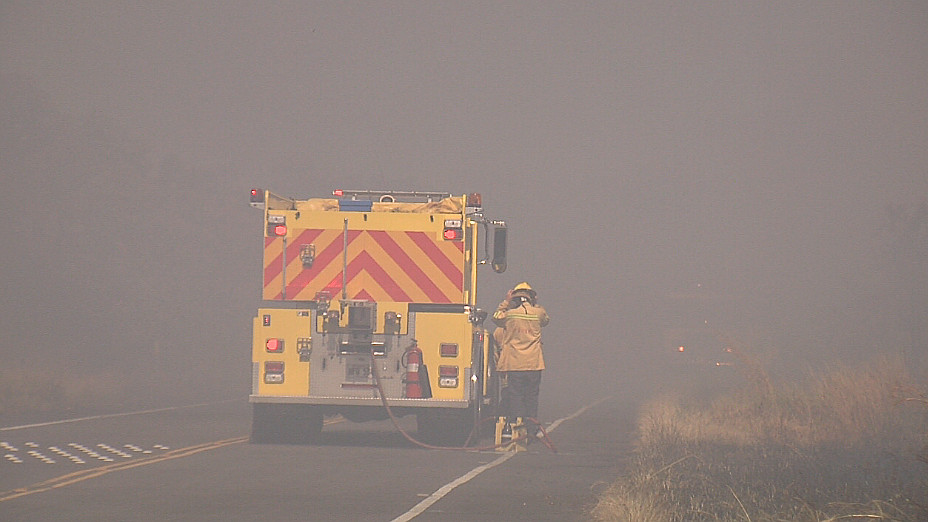 VIDEO: Pohoiki Brush Fire Closes Highway