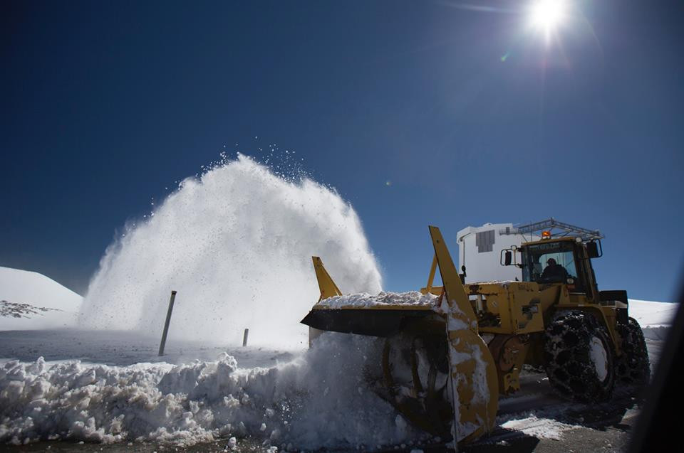 Hawaii Digs Out of Winter Blizzard