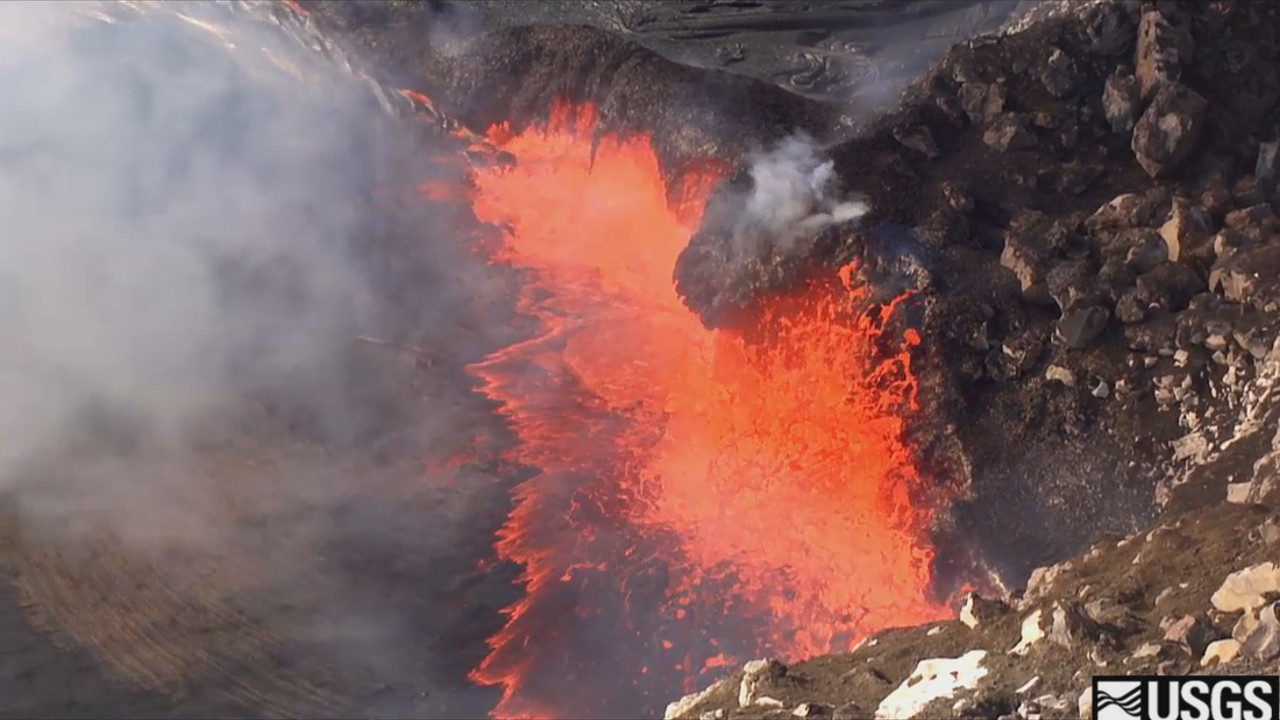 VIDEO: Lava Lake Dropping, Visitors Keep Pouring In