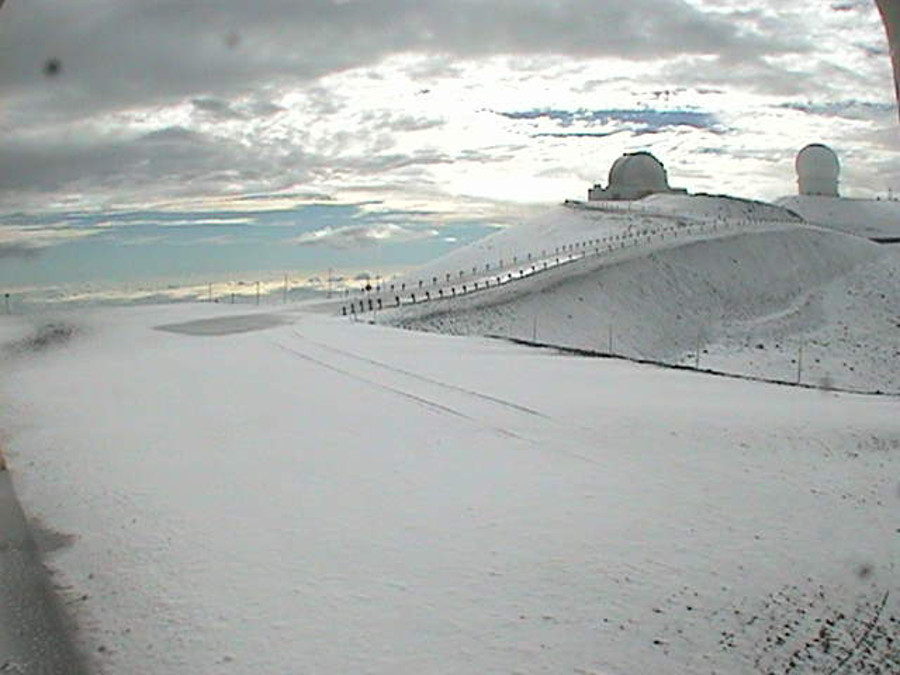 Snow seen on July 17 from Mauna Kea webcam (Keck 1 aimed NNE)