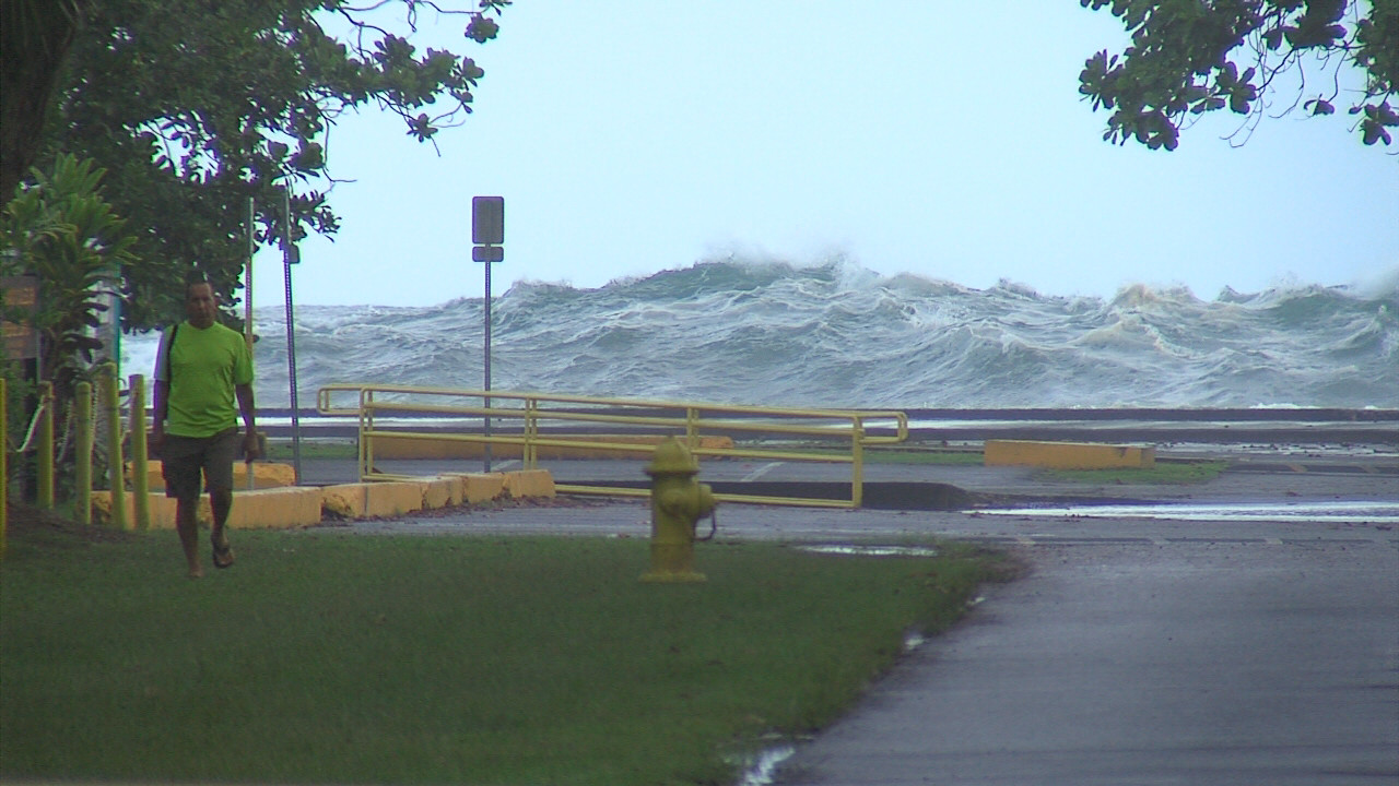 VIDEO: Waves Pound Hilo, High Surf Warning Continues