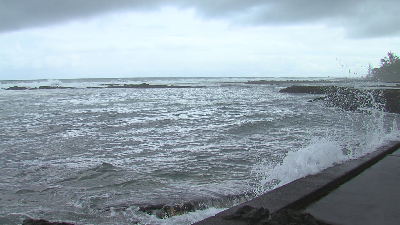 High Surf Warning Closes Hilo Beach Parks
