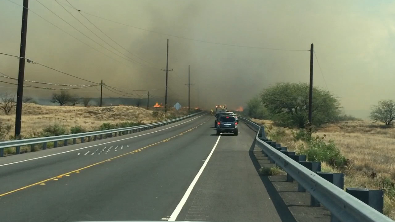 Brushfire crosses Queen Ka'ahumanu Highway, image courtesy Visionary Video