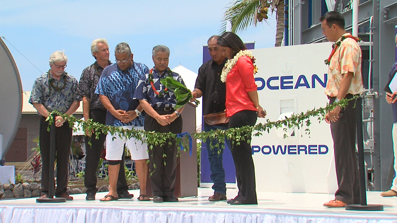 AUG. 21, 2015: Gov. David Ige and Rep. Tulsi Gabbard prepare to untie the maile lei at the OTEC dedication in Kona.