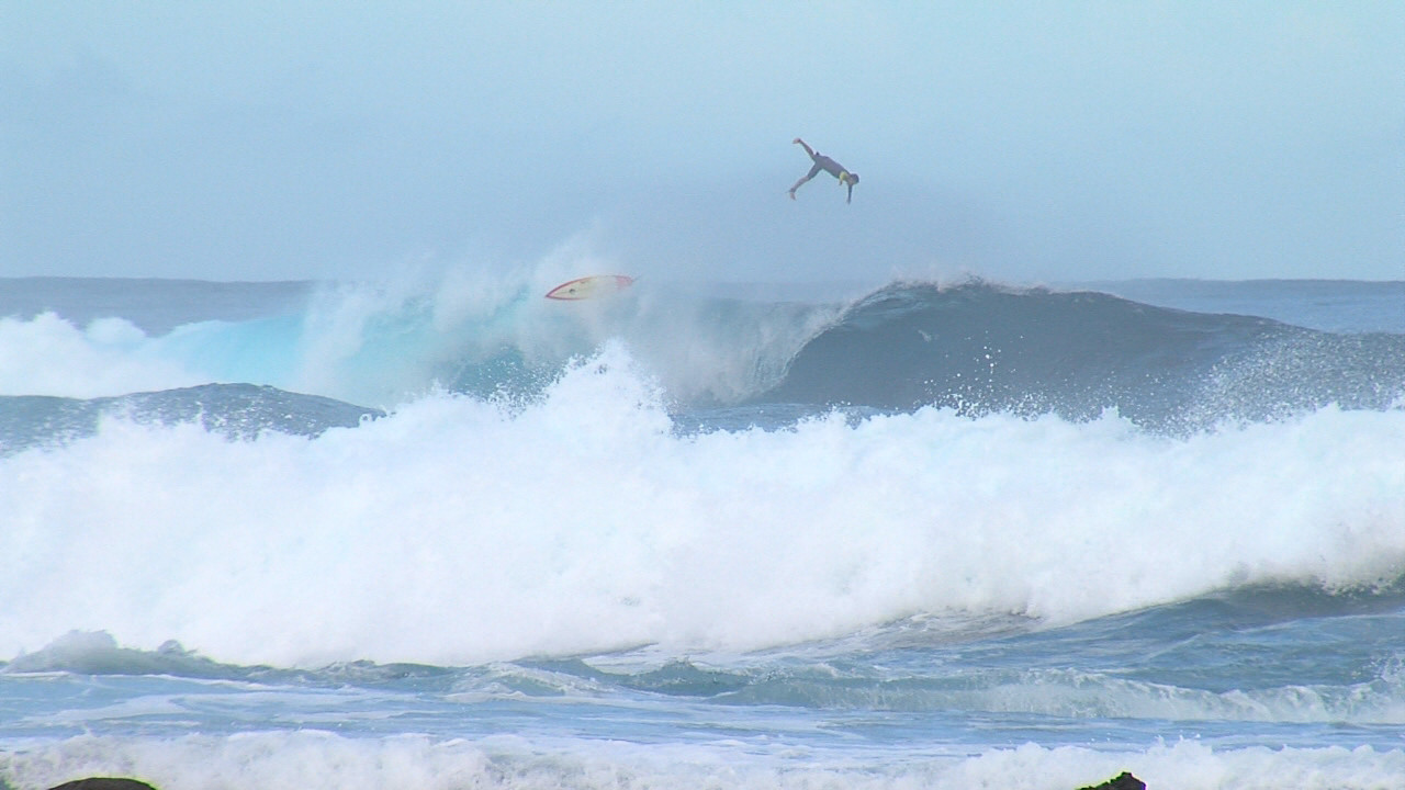 VIDEO: High Surf Warning At Pohoiki