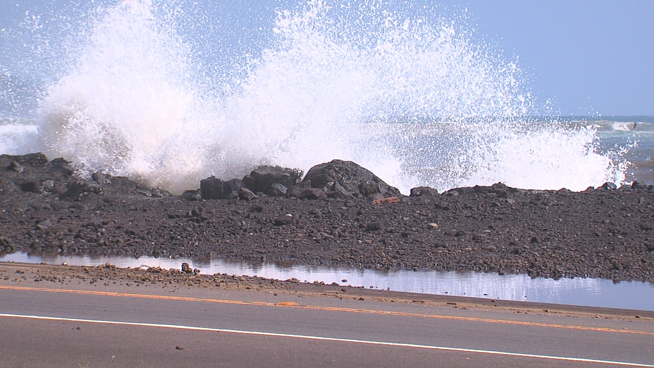 VIDEO: High Surf Hits Hilo, Bayfront Highway Closed