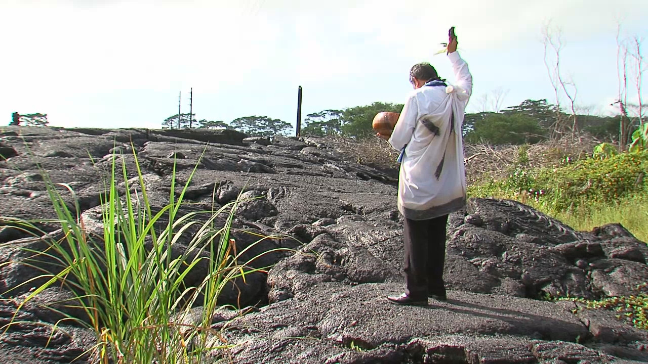 VIDEO: Hawaiian Blessing Before Lava Removal in Pahoa