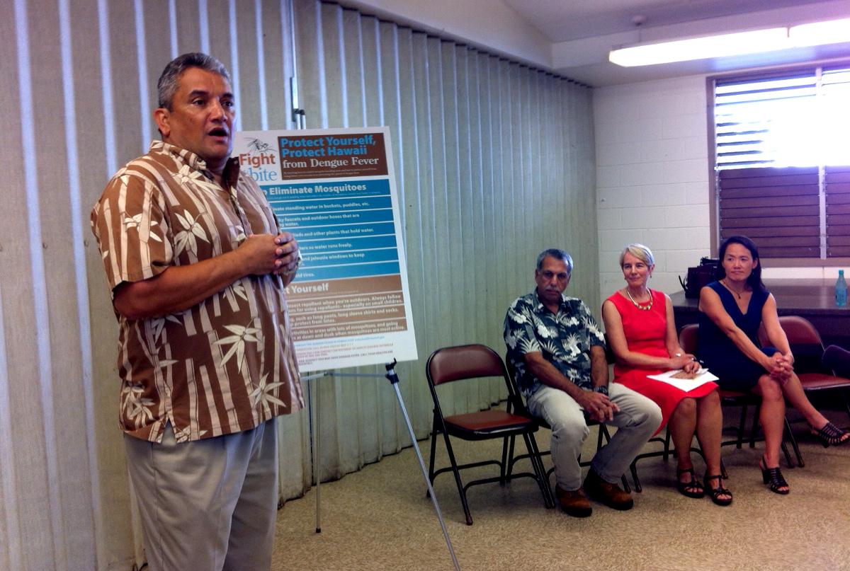 Mayor Billy Kenoi speaks at the Nov. 9 press conference at Yano Hall, photo by Sherry Bracken.