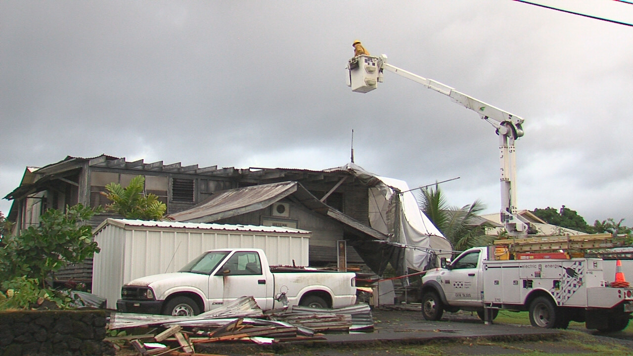 VIDEO: Roof Blown Off Hilo Home