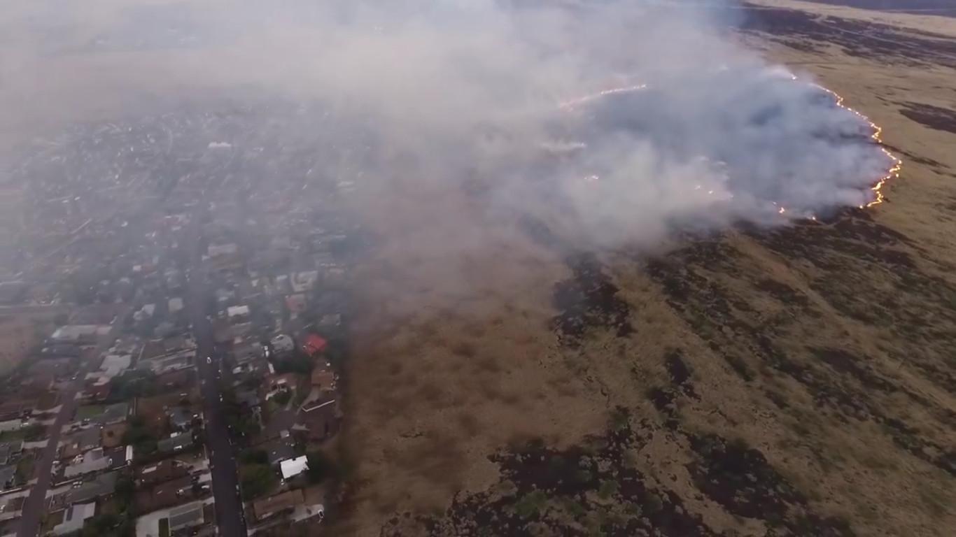 Brushfire Near HCC-Palamanui Campus Closes Roads
