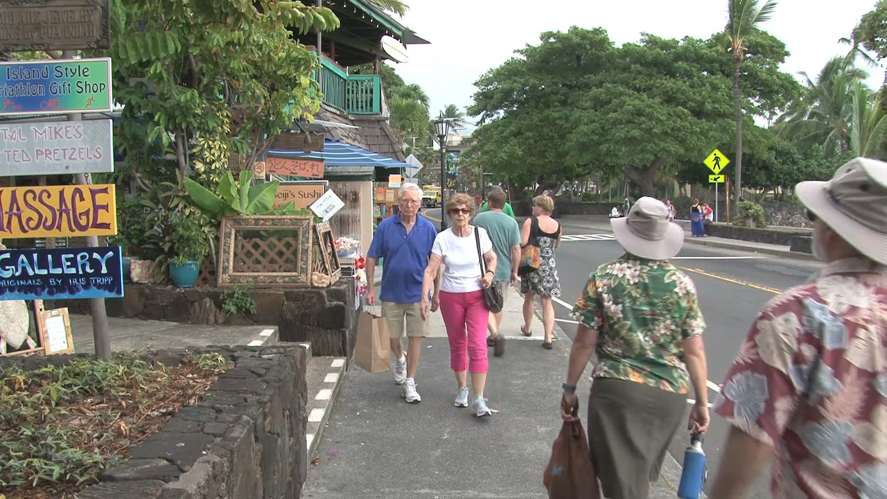 VIDEO: Visitors, Residents React To Kailua-Kona Dengue Risk