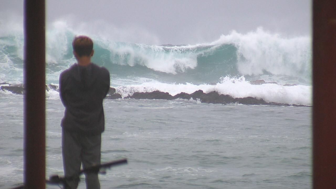 High Surf Warning Hits Hawaii, Huge Sets Roll In