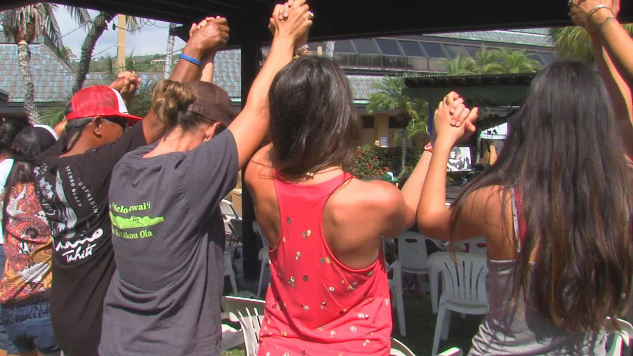 Audience connects during the 2015  ʻAha Aloha ʻŌlelo, file image by Big Island Video News.