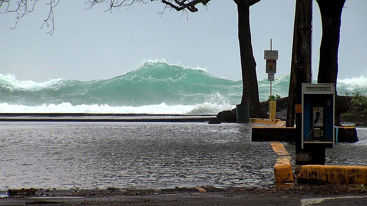 VIDEO: High Surf Closes Hilo Bayfront